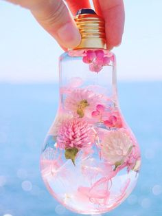 Diy Resin Crafts, Jewelry Crafts, Diy And Crafts, Arts And Crafts, Light Bulb Crafts, Bottle Charms, Inspirational Gifts, Resin Art, Dried Flowers