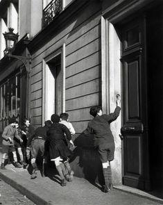 by Robert Doisneau The Ring, 1934 / Atelier Robert Doisneau