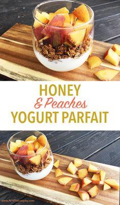 Honey & Peaches Yogurt Parfait, honey dessert, gluten free dessert, honey and yogurt parfait, easter brunch, yogurt parfait, gluten free recipes, spring recipes, brunch