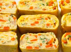 Korean Egg Roll - a great way to learn more about Korean cuisine. This HEALTHY egg roll is quick to make and so delicious. You can keep them in the refrigerator for a snack or pack them in school/work lunches. Korean Dishes, Korean Food, Korean Egg Roll, Healthy Egg Rolls, Onigirazu, Egg Roll Recipes, Lunch Recipes, Omelettes, Rolls Recipe
