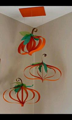 calabazas                                                                                                                                                     Más                                                                                                                                                                                 Más Autumn Crafts, Halloween Crafts For Kids, Fall Halloween, Holiday Crafts, Thanksgiving Diy, Thanksgiving Decorations, Halloween Decorations, Diy And Crafts, Paper Crafts