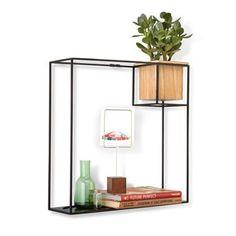 Minimalistisch maar oh zo creatief! Dit slimme Cubist wandrek van Umbra geeft je in één klap extra opbergruimte zonder een grove plank aan de muur te moeten hangen. Het houten bakje kun je vullen met een plantje, accessoires of gewoon weglaten!