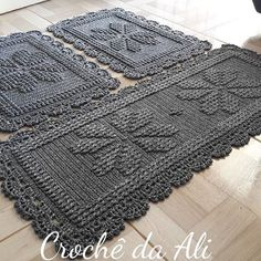 No automatic alt text available. Crochet Rug Patterns, Crochet Designs, Crochet Stitches, Crochet Home, Knit Crochet, Inkle Weaving, Diy Home Crafts, Bead Crafts, Crochet Flowers