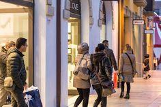 REGIONE – Al giorno d'oggi i saldi rappresentano un'ottima occasione per fare acquisti intelligenti e, allo stesso tempo, economici. È impossibile rinunciare allo shopping quanto puoi trovare i tuoi articoli preferiti in vendita a prezzi scontati e a buon prezzo! In Abruzzo è aumentato nettamente il numero di coloro che preferiscono acquistare direttamente da casa. …