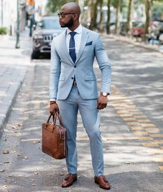 He's the boss Business Casual Dress Code, Business Attire For Men, Gq Mens Style, Men Style Tips, Sharp Dressed Man, Well Dressed Men, Mens Summer Wedding Suits, Hot Suit, Blazer Outfits Men