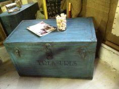 "Shabby chic trunk 2 ""treasures"""