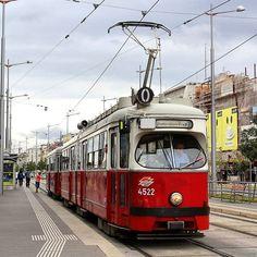 Auch auf der Linie O kam es gestern zum Einsatz zweier E1+c3/c4.  #wienerlinien #wien #bim #strassenbahn #hochflur #Type_E1 #OWagen #Linie_O #LinieO #quartierbelvedere #öpnv #öffentlicherverkehr #tram_pictures