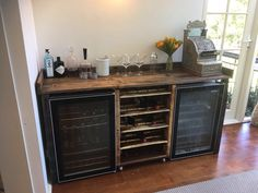 Recycled Pallettes Bar unit with moveable wine rack