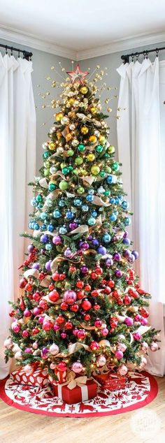 Superb Creative DIY Christmas Tree Decoration Ideas - Home Beauty Rainbow Christmas Tree, Beautiful Christmas Trees, All Things Christmas, Christmas Tree Decorations, Christmas Tree Ornaments, Christmas Diy, Ornaments Ideas, Modern Christmas, Christmas Pictures