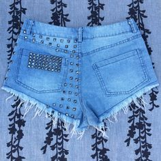 HIGH WAISTED STUDDED SHORTS LIKE NEW. NO MISSING STUDS. EXCELLENT CONDITION Not from listed brand *Purchased from a boutique Free People Shorts