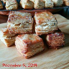 sakurakoさんのを見て、ぉtamaもしょっぱぃver食べたくなった~❕  コンソメ、マジックソルト、ナツメグで~ バター切れなので、バター風味のマーガリンとオリーブオイルで❤  こりゃぁ~うまぁ~ぃ❤ 酵母スコーンの新たなる美味しさに出会ったわ✌ sakurakoさん しょっぱぃverもいいね~   この美味しさ~酵母仲間にも味わってもらぃたぃ❤ っことで、みんなさぁ~ん♥ 食べ友させてねぇ~✌(笑) - 138件のもぐもぐ - またまた❕とみくみちゃんおすすめの酵母でスコーン 今回は 初しょっぱぃver❤ by ♡tama♡