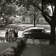 Suburbs, 1940s America, photo by Vivian Maier