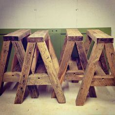 Sawhorse Table Plans - 10 Sawhorse Table Plans , Very Simple Folding Sawhorses Wood Projects That Sell, Easy Wood Projects, Beginner Woodworking Projects, Woodworking Bench, Youtube Woodworking, Saw Horse Table, Sawhorse Plans, Coffee Table Legs, Into The Woods