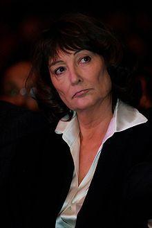 Sylviane Agacinski-Jospin (Francia, 4 de mayo de 1945) es una filósofa, feminista y escritora francesa de origen polaco, profesora de la École des Hautes Études en Sciences Sociales (EHESS) y esposa de Lionel Jospin, ex primer ministro de Francia.