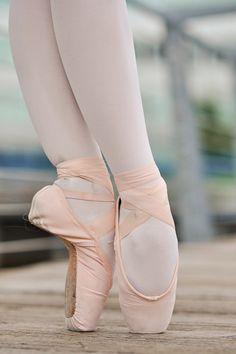 pointe ♥ www.thewonderfulworldofdance.com #ballet #dance