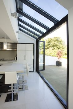 Love open to outside. Glass roof and walls with glazing bars running through in line. Huddersfield Kitchen Extension by Architecture in Glass by AproposUK, House Extension Design, Glass Extension, Rear Extension, Extension Ideas, Bifold Doors Extension, Side Return Extension, Style At Home, Kitchen Diner Extension, Kitchen Garden Extension