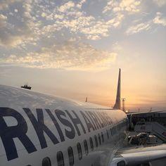8 günde 8 damıtımevi gezim için uçağa binerken güneş yeni yükseliyordu #İskoçya #Highlands #viskisever #travel #travelgram #Scotland #THY #turkhavayollari @turkishairlines @foodandtravelturkiye