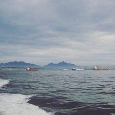 Navios fundeados na Baía de Guanabara.  #baiadeguanabara #labhidroufrj #ufrj #riodejaneiro #errejota #agua #analisedeagua #eusoubg #rio2016 #olympics #riolympics #navio #oceano