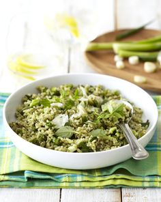 Pesto Rice Salad with Spring Onions and Parmesan Rice Salad, Pasta Salad, How To Make Salad, Cooking Classes, Diy Food, Parmesan, Romantic Recipes, Side Dishes