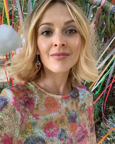 Fearne Cotton Hair: Fearne with wavy bob and glittery eyeshadow Wand Hairstyles, Messy Bob Hairstyles, Shaggy Haircuts, Trending Hairstyles, Short Hairstyles For Women, Fearne Cotton Hair, Medium Hair Styles, Short Hair Styles, Brown Hair With Blonde Highlights
