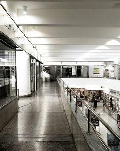 Zdržovati se na galerii policejně zakázáno. . #brno #architektura #functionalism #architecture #pasazalfa #alfa #architettura #bohuslavfuchs #fuchs #passage #funkcionalismus #alfapasaz