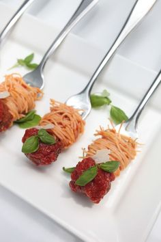 27 Mouth-Watering Winter Wedding Appetizers: spaghetti and meatballs on forks with greenery is a cool way to serve some meat meat appetizers 27 Mouth-Watering Winter Wedding Appetizers Wedding Appetizers, Meat Appetizers, Appetizer Recipes, Wedding Canapes, Toothpick Appetizers, Shower Appetizers, Appetizer Party, Appetizer Ideas, Aperitivos Finger Food