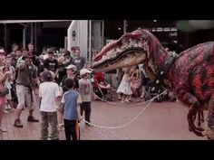 ▶ You cannot get closer to a dinosaur then this? - Velociraptor costume