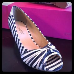 ⬇️ NWT! Navy & Ivory Striped Wedges, Shoedazzle New in box, never worn! These adorable navy blue striped wedges are perfect for almost every outfit! Peep toe espadrilles with a stylish vintage vibe. I love these, but sadly they're a bit too small for me. Marked as Size 8, but they run a bit small & fit like a 7.5. A comfy wedge that can be styled tons of ways! Blue & white stripes are so classic, they never go out of style. You can wear them with everything - from jeans or shorts to a cute…