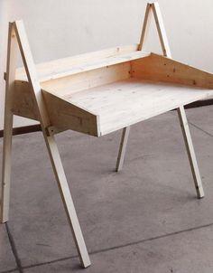 Do it yourself : deux meubles de designers à fabriquer soi-même Pupitre  matériel: clic
