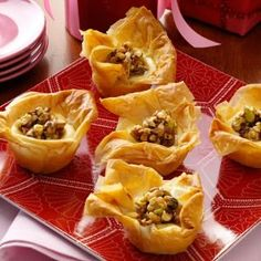 Baklava Cheesecake Tarts Recipe -I love the sticky honey syrup, spices, nuts and crispy phyllo of homemade baklava but don't want the fuss of preparing it in the traditional way. These easy-to-make cups offer all of the classic flavors and textures in the Potluck Desserts, Dessert Recipes, Party Desserts, Tart Recipes, Cheesecake Recipes, Sweet Recipes, Fudge, Graham, Baklava Cheesecake