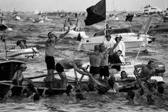 Gianni Berengo Gardin :: Vincitori della gara in canoa, La Spezia, 2005