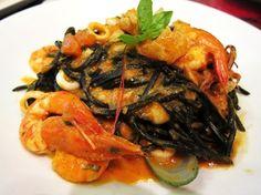 Va Bene's Black Ink Homemade Spaghetti in Seafood Marinara from jinlovestoeat.com