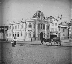 Largo da Portagem. Já com Banco de Portugal, mas ainda sem o edifício que viria a albergar o Café Montanha