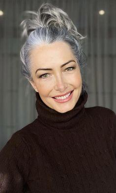 Grey White Hair, Long Gray Hair, Hair Express, Grey Hair Transformation, Grey Hair Don't Care, Grey Hair Inspiration, Grey Style, Ageless Beauty, Going Gray