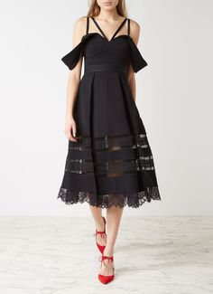 Op zoek naar Self-Portrait Drape Shoulder midi-jurk met kant ? Ma t/m za voor 22.00 uur besteld, morgen in huis door PostNL.Gratis retourneren.