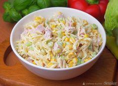 Sałatka z makaronem ryżowym orzo i sosem czosnkowym - 5 składników!
