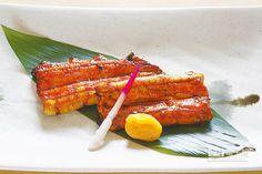 鰻魚蒲燒/880元↑蒲燒是熟悉的料理方式,刷上了特製醬汁燒烤,細緻Q彈的口感中,透出有層次的醬香。(鄧博仁攝)