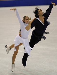 Tanith Belbin and Ben Agosto took gold with ease at 2009 Skate America.