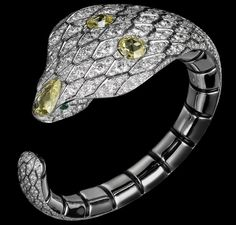 White gold, three rose-cut yellow diamonds, emerald eyes, onyx, brilliants