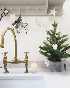 Christmas // Deck The Halls Part One {with The White Company} – Roses and Rolltops – light Scandi Christmas, Merry Christmas, Christmas Interiors, Family Christmas, Christmas 2019, All Things Christmas, Christmas Lights, Christmas Holidays, Christmas Ornaments