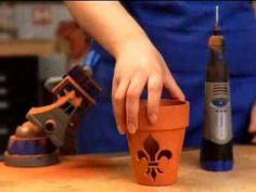 See how to create a terra cotta luminary with a Dremel rotary tool. Creating designs in terra cotta pots is easy with the Dremel rotary tool. Dremel Werkzeugprojekte, Dremel Carving, Dremel Rotary Tool, Dremel 8200, Dremel Tool Projects, Diy Projects To Try, Craft Projects, Dremel Ideas, Flower Pot Crafts