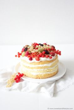 Naked Cake mit Beeren von Sweets and Lifestyle