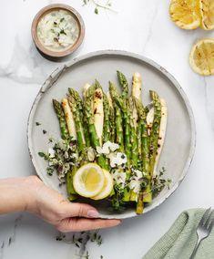 Kurssi 6: Grillauksen perusperiaatteet - näin onnistut varmasti! - Keiju - Keiju Asparagus, Vegetables, Food, Studs, Essen, Vegetable Recipes, Meals, Yemek, Veggies