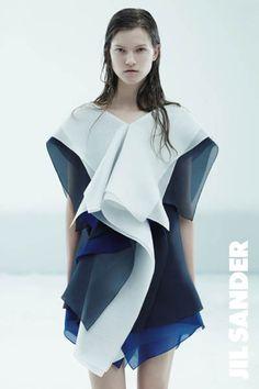 Jil Sander by Raf Simons 3d Fashion, Fashion Details, Editorial Fashion, Runway Fashion, Fashion Outfits, Womens Fashion, Fashion Design, Geometric Fashion, Raf Simons