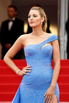 Blake-Lively-Cannes-Film-Festival-2016-Red-Carpet-Fashion-Atelier-Versace-Tom-Lorenzo-Site (1)