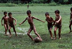 Outdoor game - ❤⚽ The Game of children Soccer Photography, Village Photography, Children Photography, Steve Mccurry, Tribes Of The World, Les Philippines, World Press Photo, Naughty Kids, Beauty Of Boys