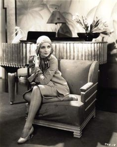 Carole Lombard - art deco piano and chair Golden Age Of Hollywood, Classic Hollywood, Old Hollywood, Hollywood Glamour, Hollywood Stars, Hollywood Actresses, Hollywood Icons, Louise Brooks, Josephine Baker