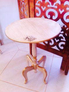 Clássica mesa de canto