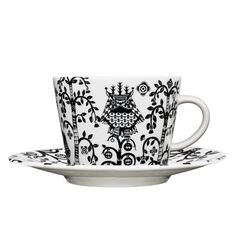 The stylish Taika cappuccino cup from Iittala is designed by Klaus Haapaniemi, it has a modern design with a detailed pattern in black and white. Use the cup to drink your favorite cappuccino in and combine it with a matching saucer from the Taika series.
