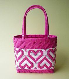 バッグ : Blog Kamihimo Paper Weaving, Weaving Art, Tapestry Weaving, Basket Weaving Patterns, Bag Patterns To Sew, Bamboo Weaving, Basket Crafts, Weaving Designs, Plastic Canvas Crafts